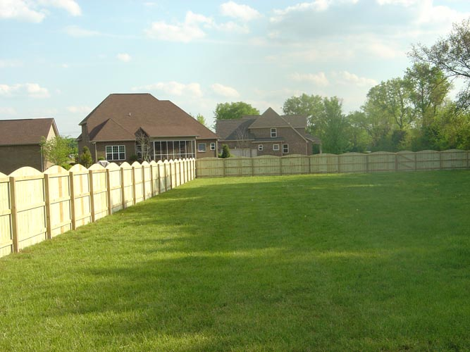 multi height wood scalloped semi private fence 0410.5